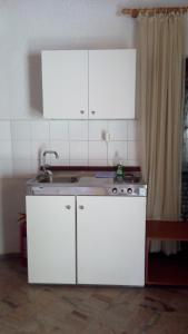 A kitchen or kitchenette at Akis Apartments