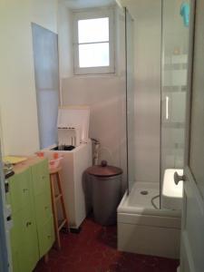 Salle de bains dans l'établissement Marseille Chapitre