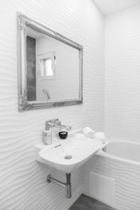 A bathroom at Holiday Home Mirela