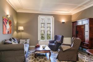 A seating area at Bcn Paseo De Gracia Rocamora Apartment
