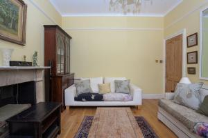 A seating area at Gorgeous Central One Bed in Earls Court