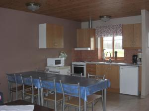 A kitchen or kitchenette at Hagestad 47