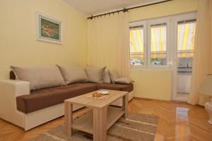 A seating area at Apartment and Studio Giljaca