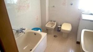 A bathroom at Annelisa Appartamento vacanze