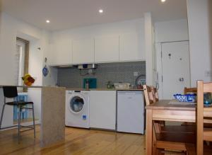 A kitchen or kitchenette at Casa da Sé - Downtown