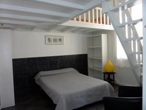 Un ou plusieurs lits dans un hébergement de l'établissement Hôtel-Résidence Le Grillon