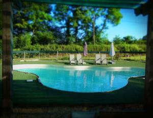 The swimming pool at or near Maison le Bip en France