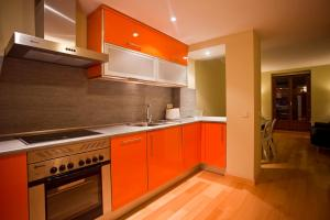 A kitchen or kitchenette at Palafox Central Suites