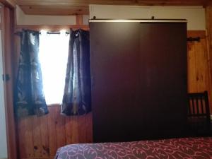 A bed or beds in a room at Casa da Quelha
