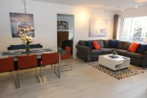 A seating area at Sonderland Apt. Pilestredet 29 with two bathrooms
