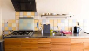 A kitchen or kitchenette at MyCityLofts - City Apartment