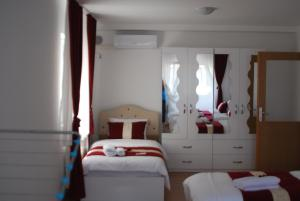 A bed or beds in a room at Rumi Apartments