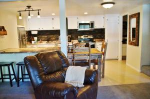The lounge or bar area at Mountain Shadows Condo #226