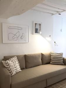 A seating area at Appartement Michel-Germain