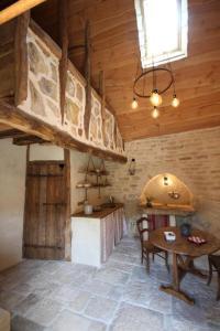 Cuisine ou kitchenette dans l'établissement Sarl La Barinoise