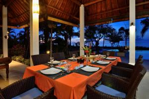A restaurant or other place to eat at Villa Saffraan