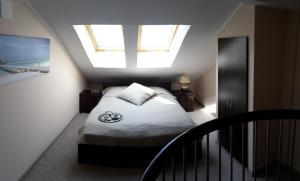 A bed or beds in a room at Apartament w Villa Marea