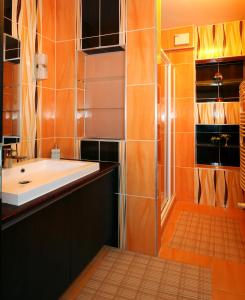 A bathroom at Alpe-Adria Apartments