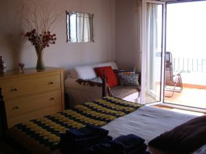 A bed or beds in a room at Apartamento Charmoso no Funchal, com grande Jardim e Vista Esplêndida