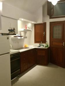Cuisine ou kitchenette dans l'établissement Tzannis Cave House