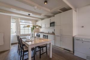 Virtuvė arba virtuvėlė apgyvendinimo įstaigoje Old Town 2 Apartment