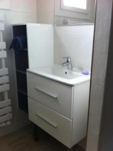 Salle de bains dans l'établissement Charmant Appartement Lorraine