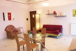 A seating area at Eleatica Holiday Apartment