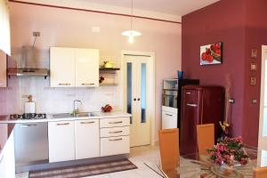 A kitchen or kitchenette at Eleatica Holiday Apartment
