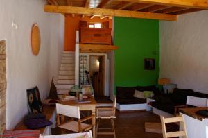 A seating area at Casa do Meio do Mundo