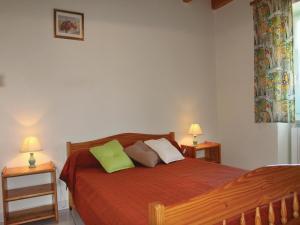 Un ou plusieurs lits dans un hébergement de l'établissement Three-Bedroom Holiday Home in Alboussiere
