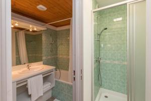 Salle de bains dans l'établissement Résidence Odalys Les Lumières de Neige
