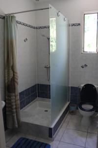 Salle de bains dans l'établissement La villa Bouddha Bamboo
