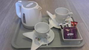 Coffee and tea-making facilities at Aparthotel W Pałacu
