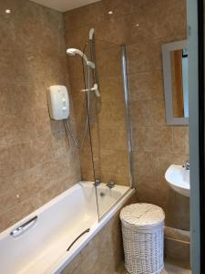 A bathroom at Harbour View Apartment