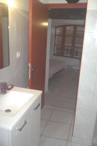 A bathroom at Appartement du Cloitre