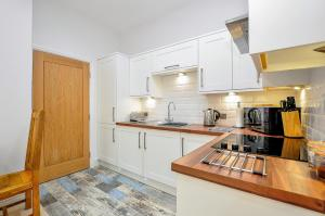 A kitchen or kitchenette at Apartment 5 The keyes