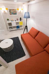A seating area at Unique Studio at the Danube