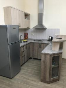 A kitchen or kitchenette at Suite Gold Apartment