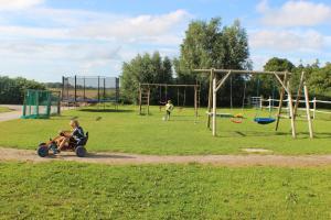 Area giochi per bambini di Ferienhof Frerichs ihr Feriendomizil am Meer