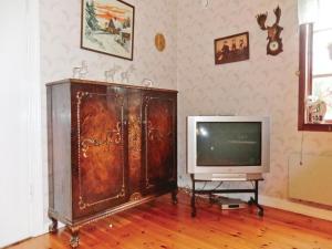 En tv och/eller ett underhållningssystem på Holiday home Entsebo Järnforsen