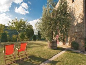 A garden outside Holiday Home Rotella -AP- with a Fireplace 08