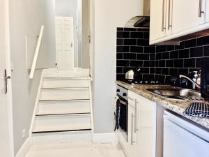 A kitchen or kitchenette at Highbury & Islington Hub