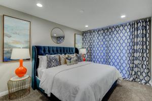 A bed or beds in a room at Las Vegas Luxury Modern Estate
