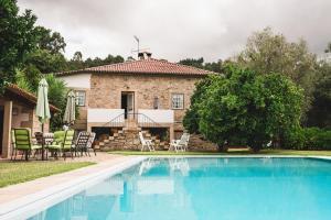 The swimming pool at or near Casa do Cruzeirinho