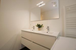 A bathroom at White Moon Apartment