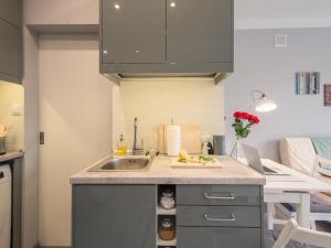 Virtuvė arba virtuvėlė apgyvendinimo įstaigoje Lemonade Nowogrodzka