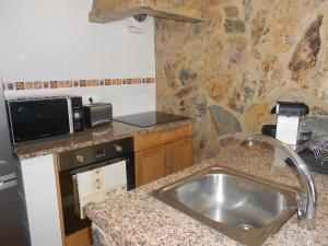 A kitchen or kitchenette at Monte Chabouco - Alojamento Local