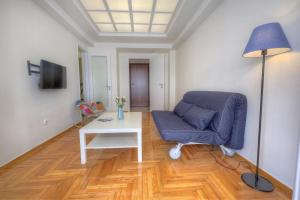 A seating area at Syntagma cozy apartment
