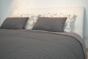 A bed or beds in a room at Eurovea Apartments