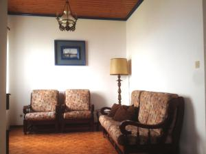 A seating area at Belverdere Calheta House